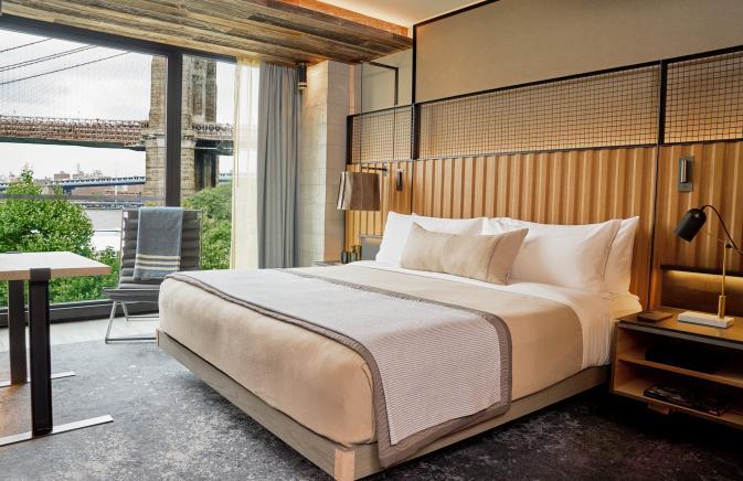 bedroom overlooking brooklyn bridge